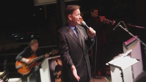 Crooner Frank Lamphere for your Chicago corporate musical entertainment